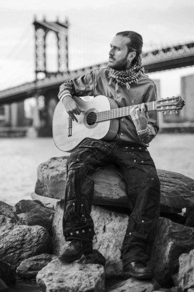 guitarist-manhattan-bridge